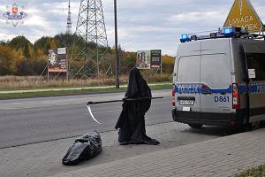 Chełm. Śmierć z kosą i worek na zwłoki. Halloween? Niestety nie, to ostrzeżenie dla kierowców