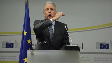 Dimitris Avramopoulos, obecny komisarz unijny ds. uchodźców a w latach 2007-9 grecki minister zdrowia i solidarności społecznej, odpiera zarzuty na temat swojego udziału w aferze korupcyjnej na specjalnie zwołanej konferencji prasowej. Ateny, 9 lutego 2018 r.