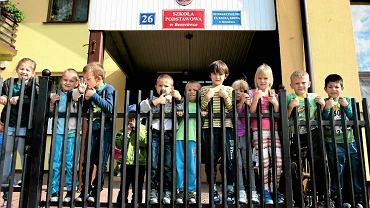 W szkole podstawowej w Berezówce na Lubelszczyźnie, którą prowadzi stowarzyszenie rodziców i nauczycieli, uczy się  ok. 70 dzieci. Obecnie jest tam więcej cudzoziemców niż Polaków. To Ukraińcy, Gruzini i Czeczeni. Wkrótce mogą się tu uczyć również mali Syryjczycy. Więcej o szkole w Berezówce piszemy w czwartkowym  'Dużym Formacie'