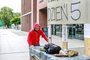 Artysta głoduje przeciwko upartyjnieniu polskiej kultury