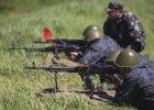 Klasa �rednia uczy si� strzela� z ka�asznikowa. Jak trenuje ukrai�ska rezerwa