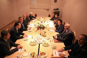 Uczestnicy posiedzenia RBN rozmawiali o Sikorskim. Komorowski: Jest czas aktywno�ci politycznej i czas pisania pami�tnik�w