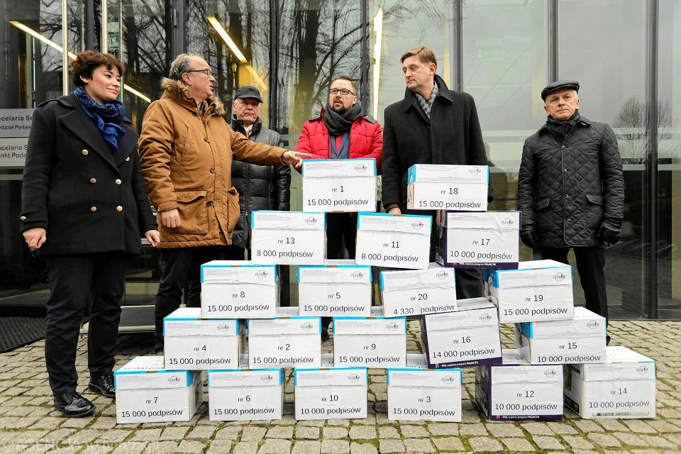 11.01.2018, Warszawa, złożenie 250 tysięcy podpisów w sprawie zmiany ustawy dezubekizacyjnej.