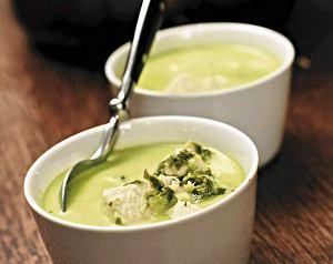 Rozgrzewająca zielona zupa z kurczakiem