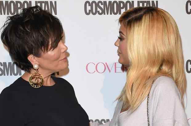 Kylie Jenner jest fank� makija�owych trik�w. Tym razem prezentowa�a je na mamie. Jak wysz�o? Kris zachwycona