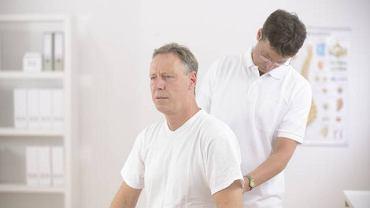 Ból w okolicy lędźwiowej promieniujący do kolana to pierwsze objawy spondylozy