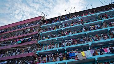 Mathare, slumsy Nairobi. Mieszkańcy obserwują nadciągające zamieszki