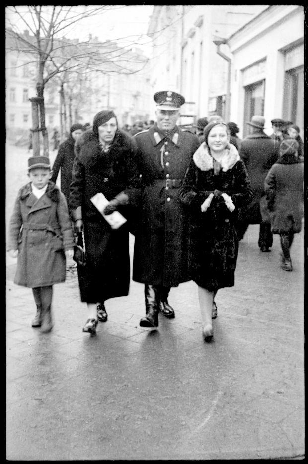 Zdjęcie numer 10 w galerii - Zdarzyło się... 1 listopada 1936 roku. Niepublikowane zdjęcia sprzed 81 lat