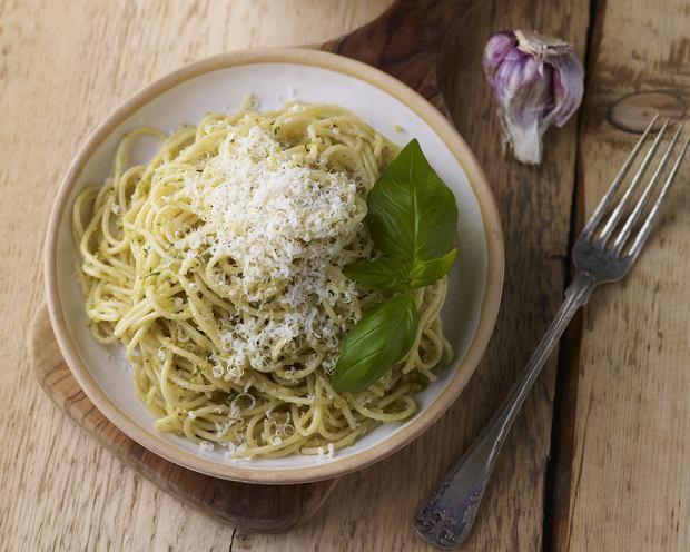 Spaghetti migda�owo-bazyliowe