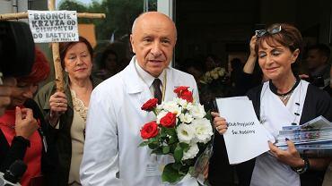 Prof. Bogdan Chazan podczas demonstracji poparcia dla jego działań