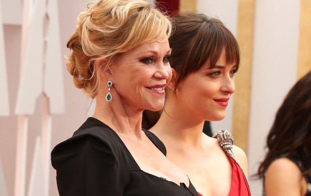 Dakota Johnson ju� raz by�a z mam� na Oscarach. 15 lat temu! Wtedy to ona krad�a uwag� Melanie Griffith