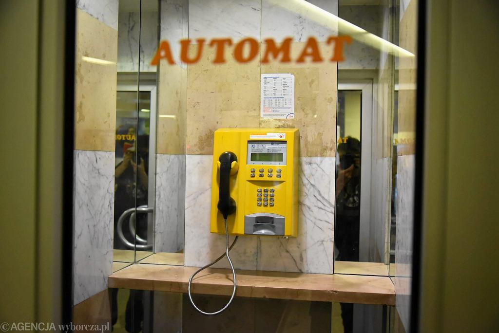 Ostatni stacjonarny automat telefoniczny w Warszawie