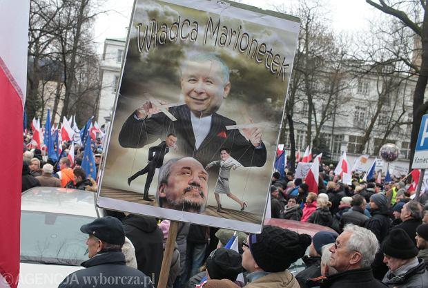 KOD i Nowoczesna protestują w obronie Trybunału Konstytucyjnego [RELACJA I ZDJĘCIA]