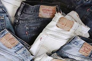 Jeans - wszyscy go nosimy, ale czym naprawdę jest? Rodzaje jeansów i krótka historia materiału