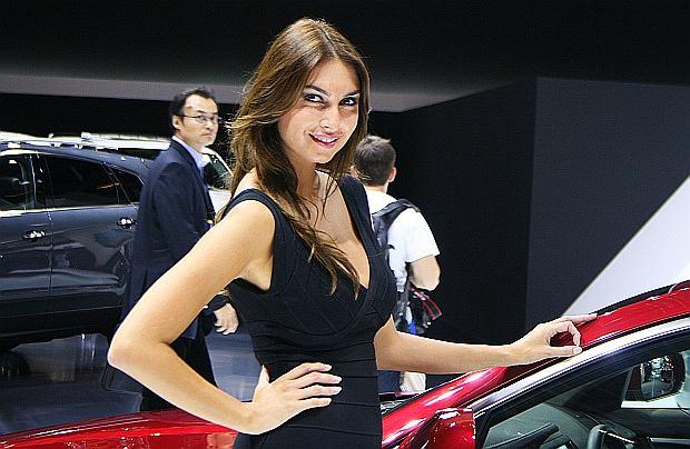 Pi�kna strona Salonu Samochodowego w Pary�u
