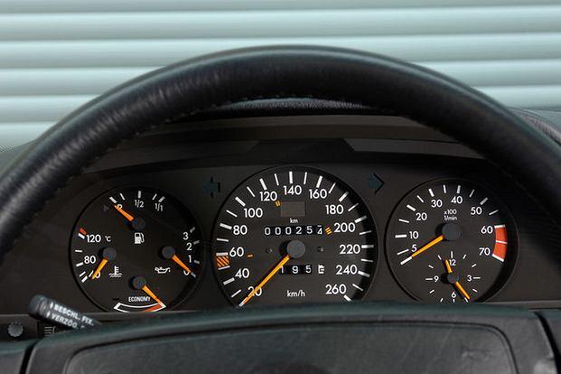W Mercedesie W126 za obrotomierz dopłacić trzeba było tylko w najsłabszej wersji silnikowej 280 S