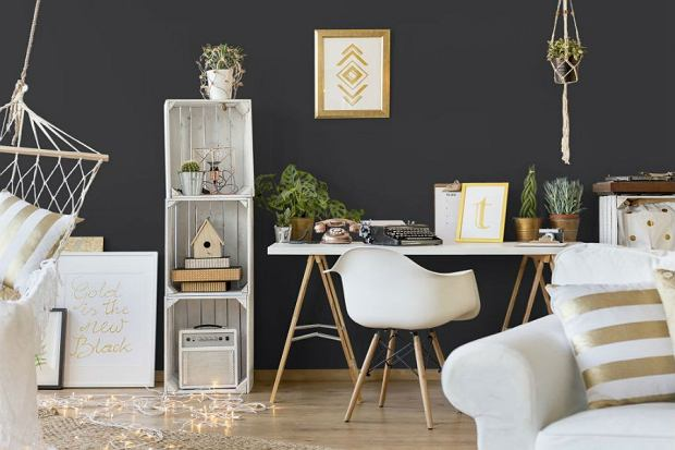 Czerń i złoto w mieszkaniu - stwórz elegancką aranżację!