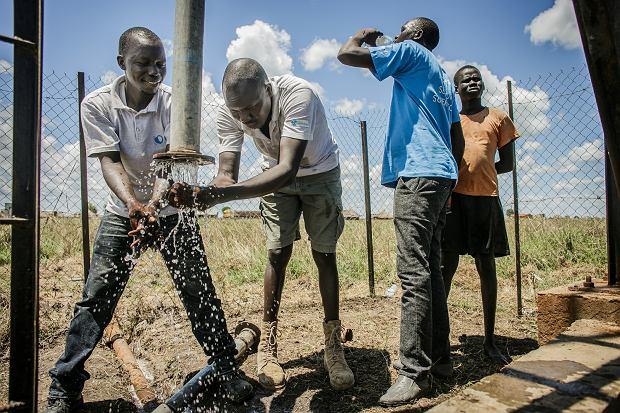 Dzięki PAH i odwiertom w Sudanie setki kobiet i dzieci nie muszą kilometrami nosić wody do wioski