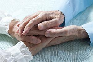 Opieka nad osobami starszymi. Co robić, gdy nie da się jej pogodzić z pracą zawodową? [INFORMATOR]