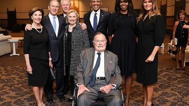 Były prezydent USA George H.W. Bush na pogrzebie swojej żony Barbary Bush