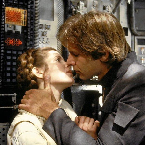 Carrie Fisher rol� w Gwiezdnych Wojnach zdoby�a przez �ó�ko. Ma nadziej�, i� to by�o �ó�ko Lucasa, bo nie pami�ta...