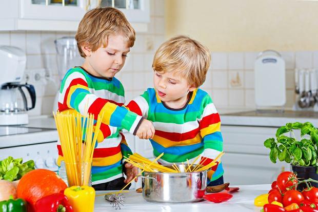 Powinniśmy nauczyć naszych synów gotować i sprzątać
