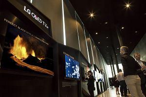 Islandzka zorza polarna na �cianie z 40 telewizor�w LG OLED 4K. Efekt powala