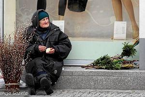 Polska biednieje. To wida� w liczbach. Pierwszy raz od lat liczba skrajnie ubogich wzros�a