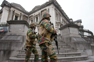 """Belgia. Alert terrorystyczny obniżono, ale kolejny atak """"możliwy"""""""