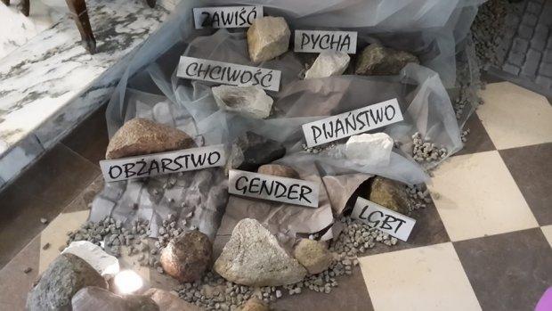 Szokuj�cy Gr�b Pa�ski pod Warszaw�: gender, LGBT, liberalizm i pornografia