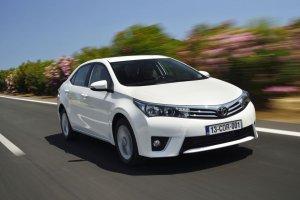 Toyota zachowa�a koron�, o w�os