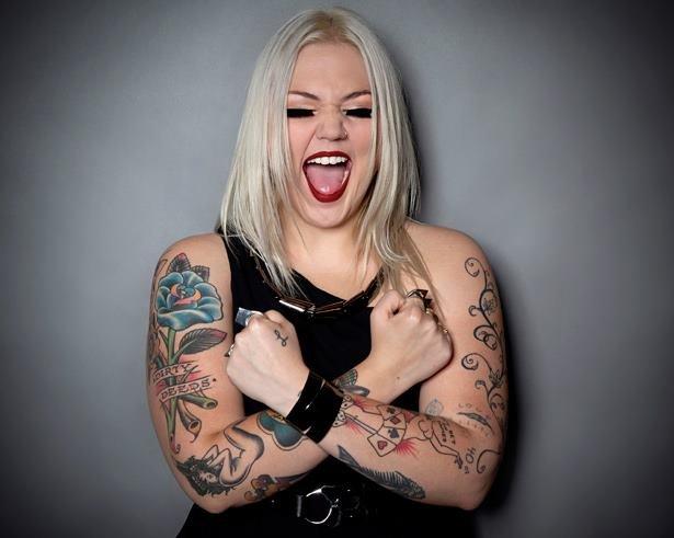 """Country-rockowa wokalistka zaprezentowała nową piosenkę, którą nagrała na potrzeby soundtracku do filmu """"Pogromcy duchów III""""."""