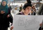 Szwedki zak�adaj� chusty. Protestuj� przeciw atakom na muzu�manki