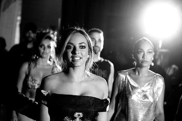 Tuż przed koncertem, jedna z członkiń zespołu Little Mix rozchorowała się. Pierrie Edwards z powodów gastrycznych zrezygnowała z występu na iHeartRadio. Wokalistki wystąpiły w niepełnym składzie.