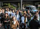 Młodzi lekarze przeszli przez Poznań w proteście przeciwko niskim pensjom