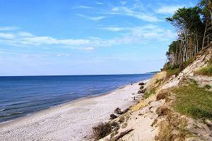 """Urokliwe """"dziury"""" nad Bałtykiem. 10 sekretnych miejsc, o których ich bywalcy mówią niechętnie"""