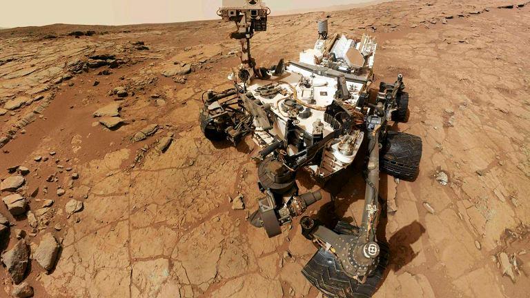 3 lutego 2013. Łazik Curiosity wykonał autoportret. Zrobił sobie zdjęcie na Marsie, gdzie będzie pełnił misję przez jeszcze co najmniej półtora roku