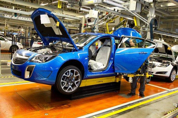 Pierwszy Holden z fabryki Opla w Russelsheim - Moto.pl