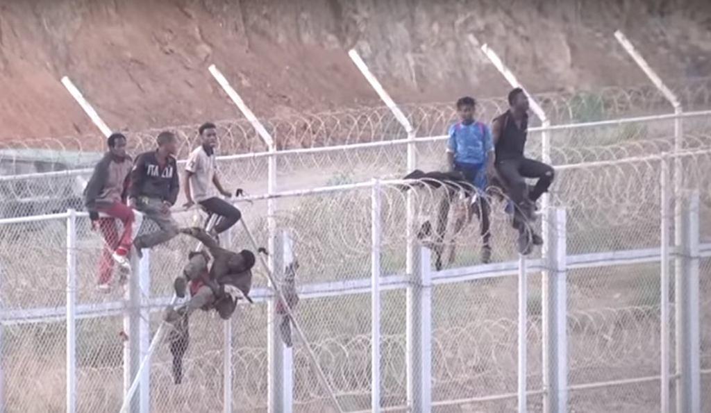 Hiszpania. Ok. 600 migrantów sforsowało płot na granicy hiszpańsko-marokańskiej