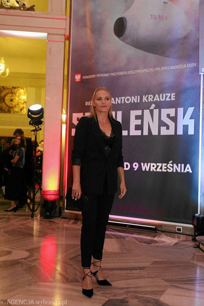 Znana serialowa aktorka Dominika Figurska ('M jak...') podczas premiery filmu 'Smoleńsk' / SŁAWOMIR KAMIŃSKI