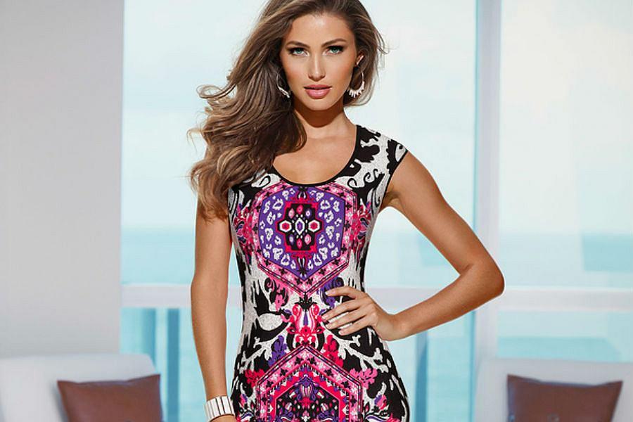 2f36054073f2 Kolorowe printy na sukienkach - z czym nosić tego typu elementy