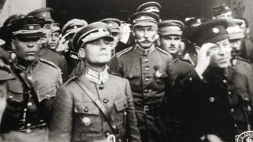 Oficerowie armii URL. Marko Bezruczko w środku, na pierwszym planie