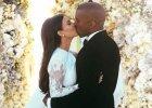 Jest pierwsze oficjalne zdj�cie ze �lubu Kim Kardashian i Kanye Westa. Zobacz, jak wygl�dali