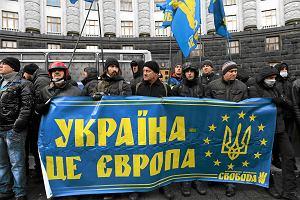 """""""Pokojowy atak opozycji"""". Z Majdanu ruszyli pod parlament. Chc� zmian w konstytucji"""