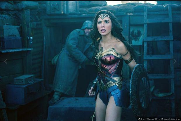 """""""Wonder Woman 1984"""": Gal Gadot powraca jako Diana Prince. Czy sequel poruszy temat epidemii AIDS? [ZDJĘCIA]"""