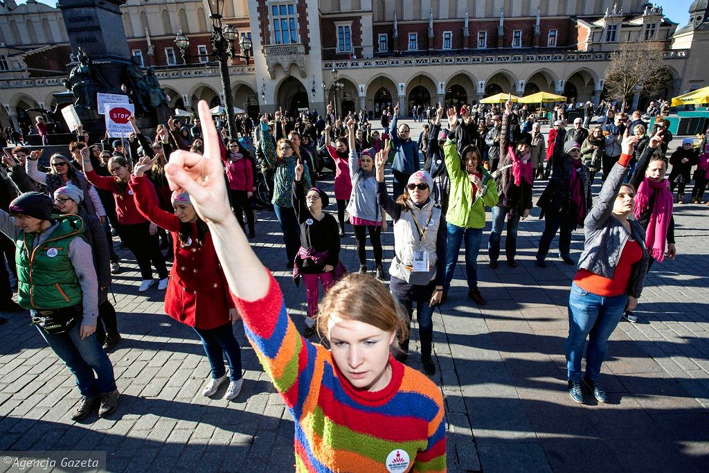 'Nazywam się miliard' / 'One Billion Rising' na krakowskim Rynku. Taniec przeciwko przemocy wobec kobiet.