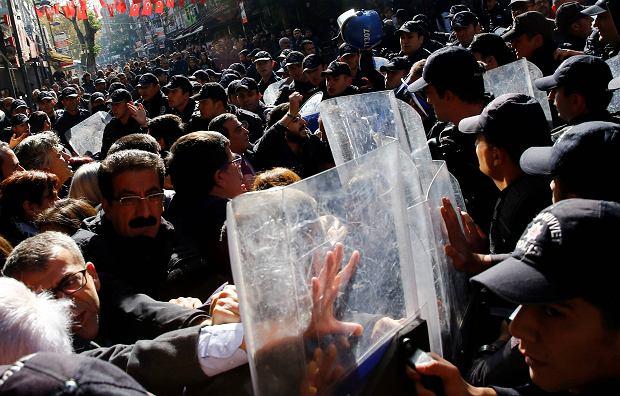 Tureckie władze zamykają kurdyjską opozycję