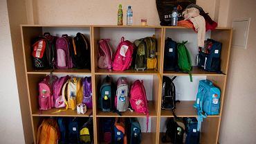 Plecaki szkolne są za ciężkie, ponieważ uczniowie noszą w nich zbędne przedmioty niepotrzebne do szkoły
