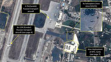 Zdjęcie satelitarne bazy pod Latakią. Analitycy wypatrzyli na nim rosyjskie samoloty transportowe, helikoptery i czołgi