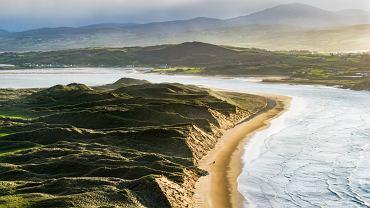 Five Finger Strand - piaszczysta plaża na półwyspie Inishowen w Irlandii
